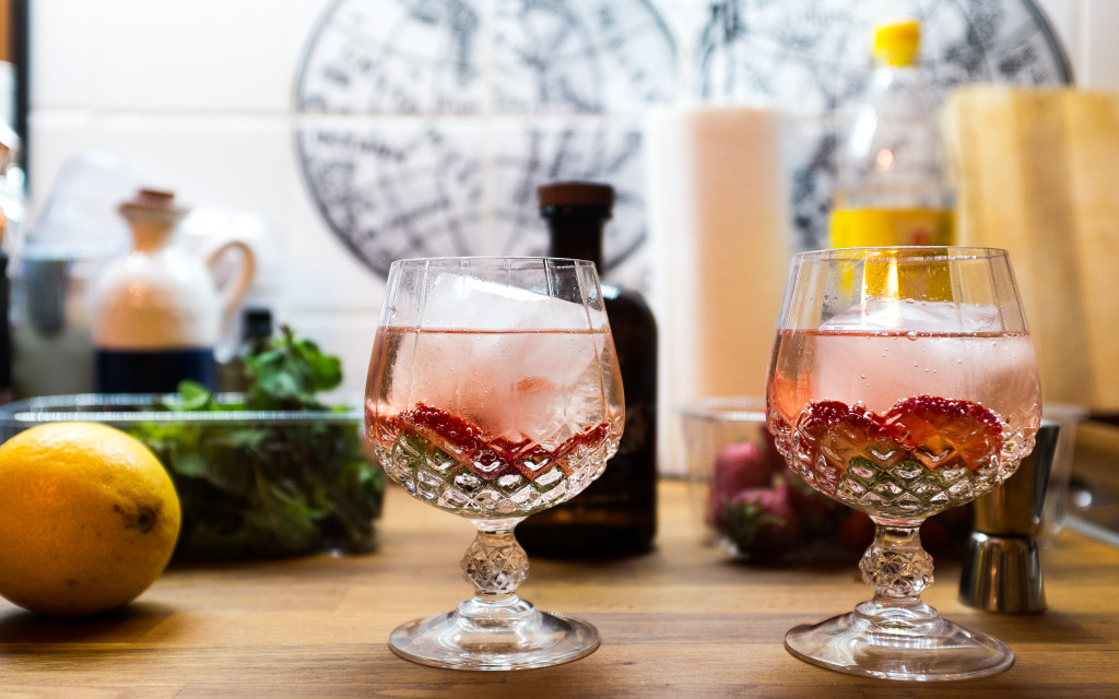 Gin Tonic with Strawberry and Mint